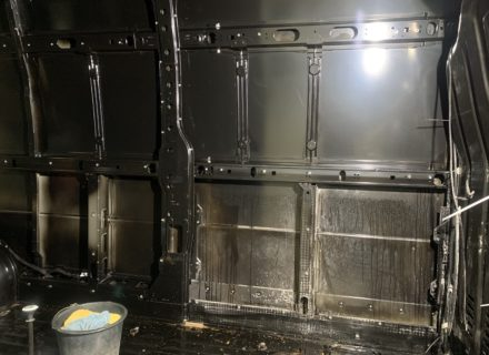 Reinigen na brand in bestelwagen