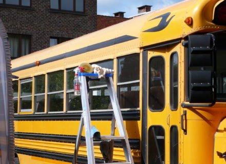 simoniseren schoolbus